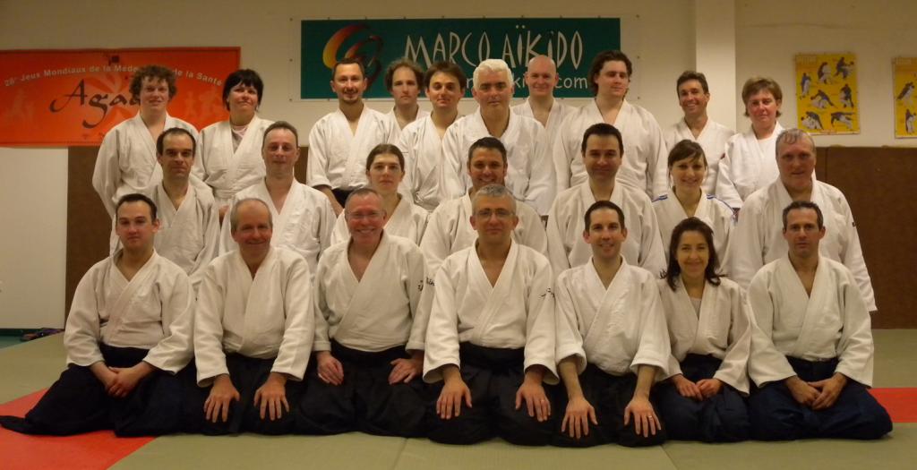 Photo de groupe du cours commun Wakaba - Marcq Aikido donné par Jean-Michel Herbert et François Penin